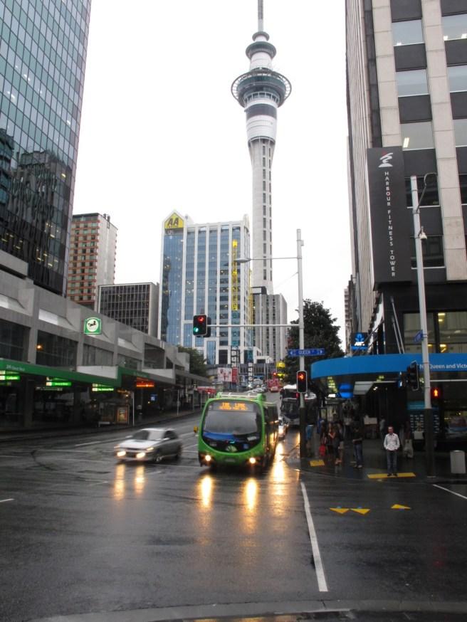 Auckland - Queen Street mit Blick Richtung Skytower
