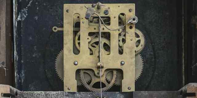 reloj mecánico de engranajes