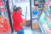 Photo of Cámara captura ataque con machete en bodega del Bronx