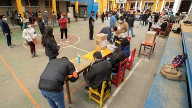 Photo of Los colegios electorales comienzan a cerrar tras nueve horas en Bolivia