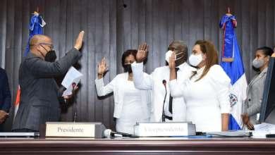 Photo of Alfredo Pacheco juramenta a tres nuevos diputados que llenaron vacantes del PRM
