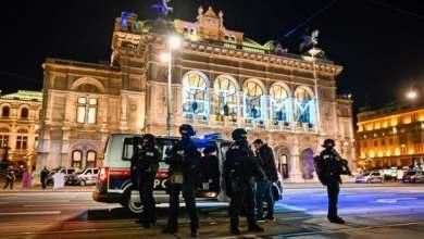 Photo of Policía pide en distintos idiomas no compartir en las redes sociales fotos ni videos del tiroteo en el centro de Viena
