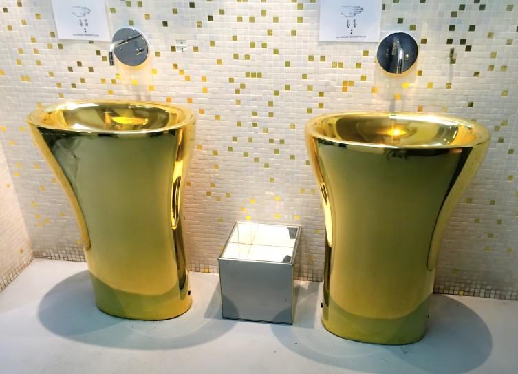 dubai-restroom_t20_knjEGX