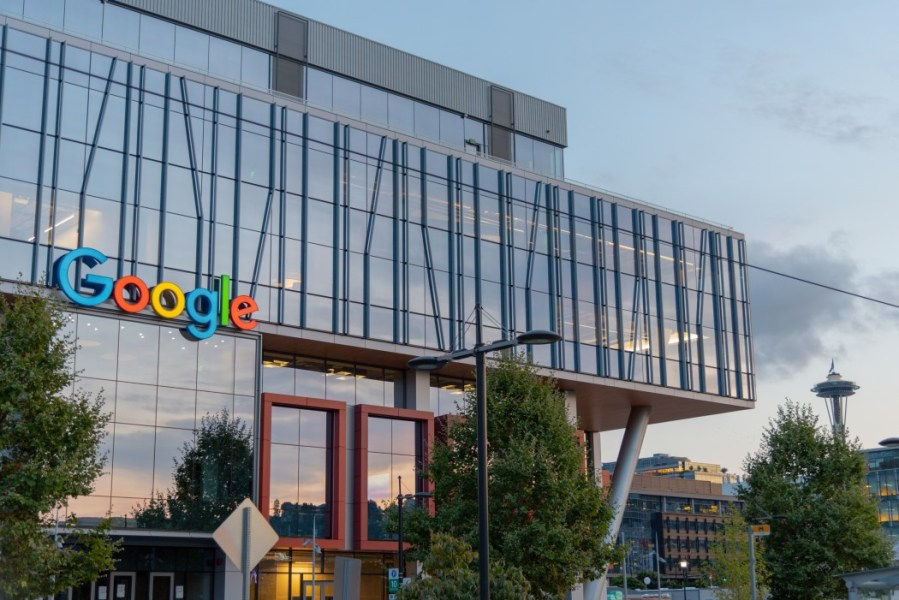 google-offices-in-south-lake-union-seattle-at-dusk-with-space-needle-in-the-distance-rltheis_t20_GJzKbw