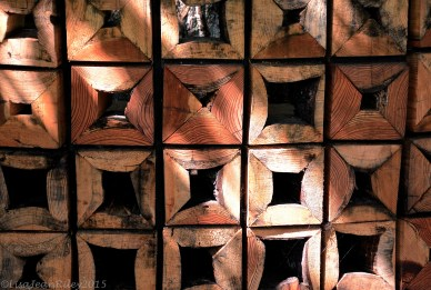 Wood into blocks by connected pieces becomes a shelter