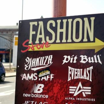 """Alles was das ultra-hippe Hool-Herz begehrt. Vor einigen Jahren galt der """"Rascal-Fashionstore"""" übrigens als Deutschlands umsatzstärkster Vertrieb von """"Thor Steinar"""" -Leibchen/ bzw. rechter Mode."""