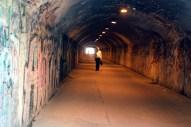 des Tunnels.