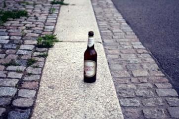 Die Einsamkeit der Bierflasche.