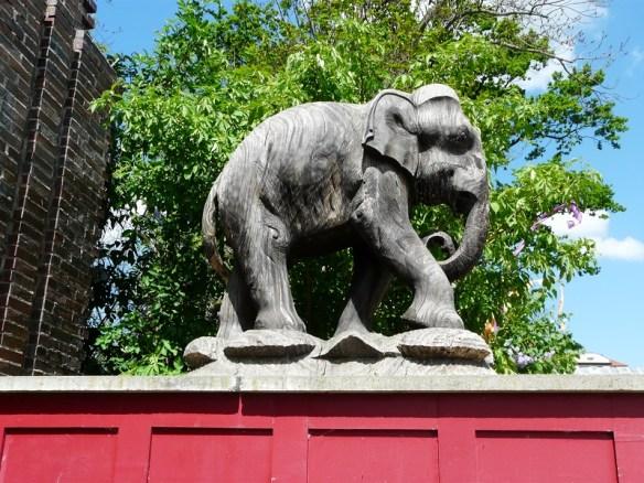 """Ja, wir nähern uns mit großen Schritten den wohl """"dicksten Freunden"""" des gesamten Leipziger Zoos."""