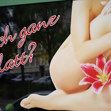 Noch ganz glatt? Falls nicht: Waxing hilft dabei, dass auch dir bald wieder Orchideen aus dem Intimbereich sprießen.