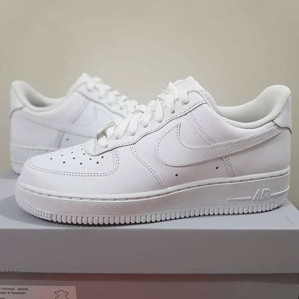 White Nike Air Force 1 Shoe - cool - details - close up