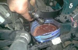 Сливаем масло из системы ГУР