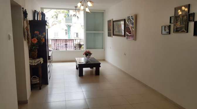 דירת 2.5 חדרים עם מעלית ברחוב הנביאים, דרום מערב, בת-ים.