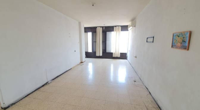 """2.5 חדרים , 80 מ""""ר ענקית ברחוב בלפור בת ים"""
