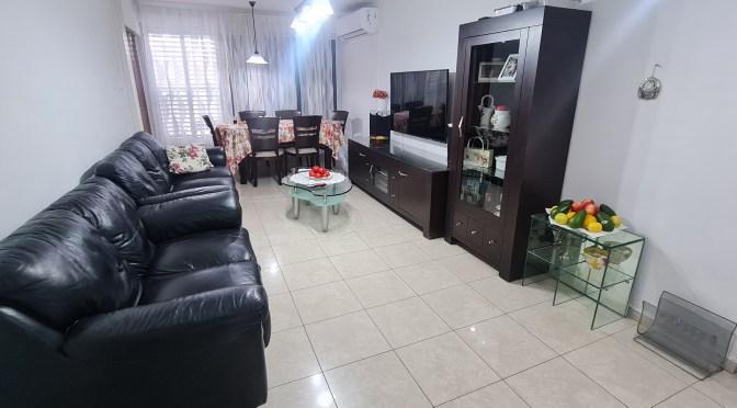 דירת 3 חדרים מסודרת יפה בחולון מחיר 1,295,000