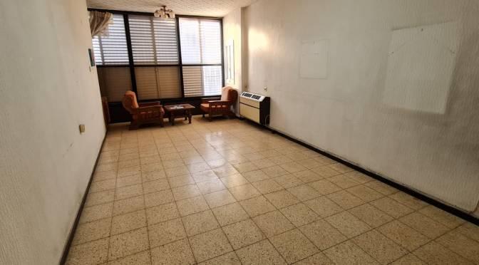 דירת 2.5 חדרים,ענקית, חניה מקורה ברחוב אברבנל,נאות רחל, חולון