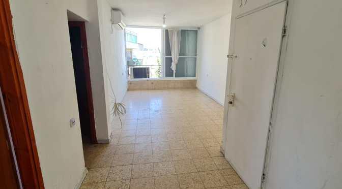 """2.5 חדרים, כ 66 מ""""ר, מרווחת, מעולה להשקעה ברחוב אלחריזי, גרין, חולון"""