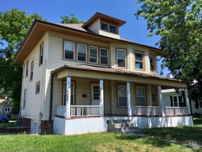 820 1st, Newton, Iowa 50208, 4 Bedrooms Bedrooms, ,1 BathroomBathrooms,Residential,For Sale,1st,35017255