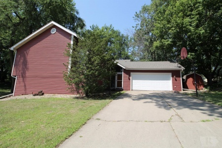 1925 Manor, Grinnell, Iowa 50112, 5 Bedrooms Bedrooms, ,2 BathroomsBathrooms,Residential,For Sale,Manor,35017285