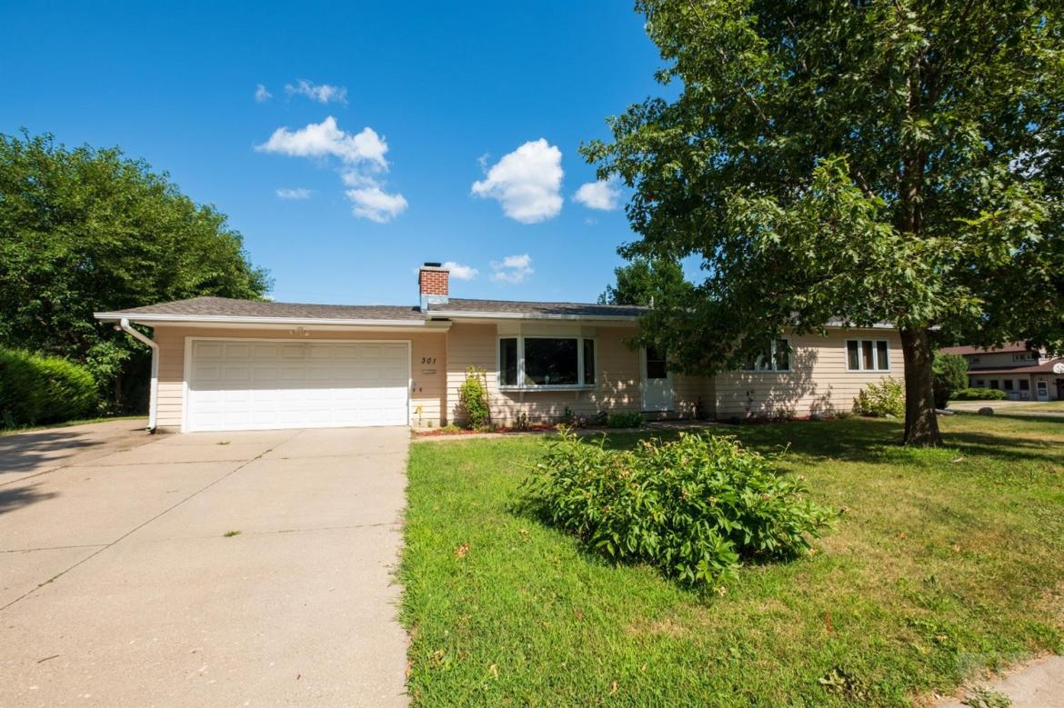 301 Sunset, Marshalltown, Iowa 50158, 4 Bedrooms Bedrooms, ,1 BathroomBathrooms,Residential,For Sale,Sunset,35017365
