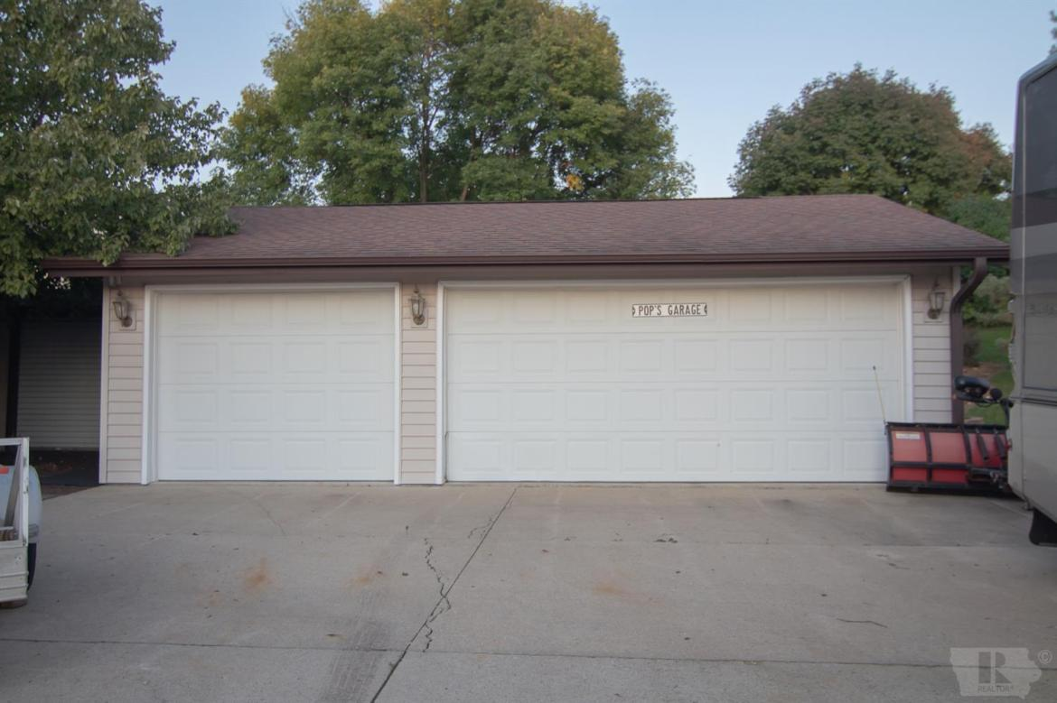 1502 17th, Newton, Iowa 50208, 3 Bedrooms Bedrooms, ,2 BathroomsBathrooms,Residential,For Sale,17th,35017722