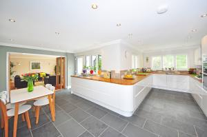 REMAX Homeland West - Home Interior - 2 stk