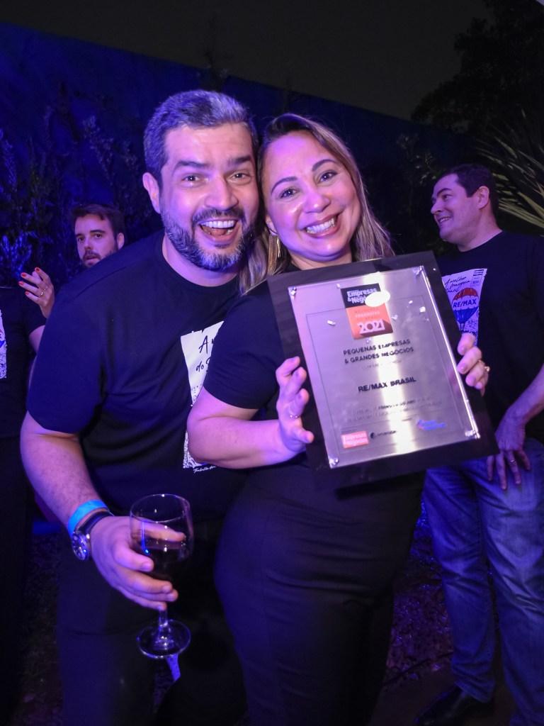REMAX Brasil conquista prêmio de Franquia do Ano pela revista Pequenas Empresas Grandes Negócios Glauce e Dyogo com o premio