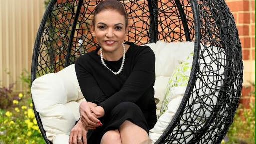 Photo of Anne Aly: Perempuan Muslim Pertama di Parlemen Australia