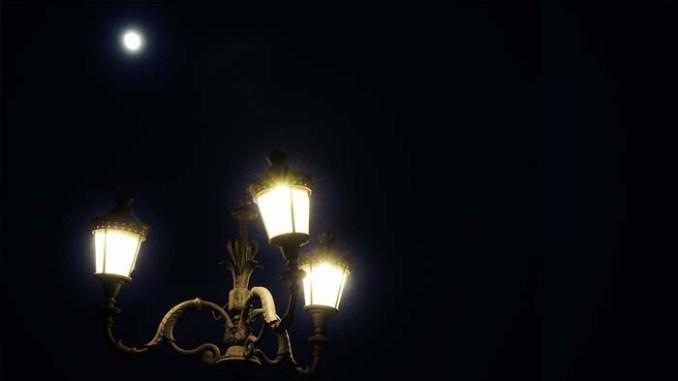 lampu dan bulan