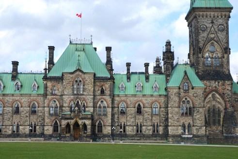 Sur la colline du Parlement à Ottawa.