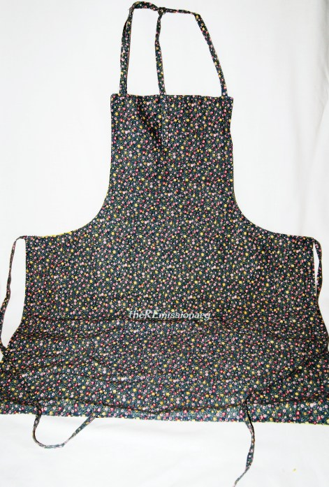 back side of reversible apron, with pockets