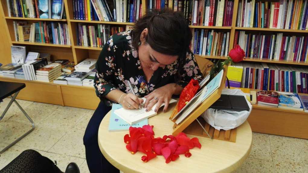 firma de libros maria adela fernandez zamora