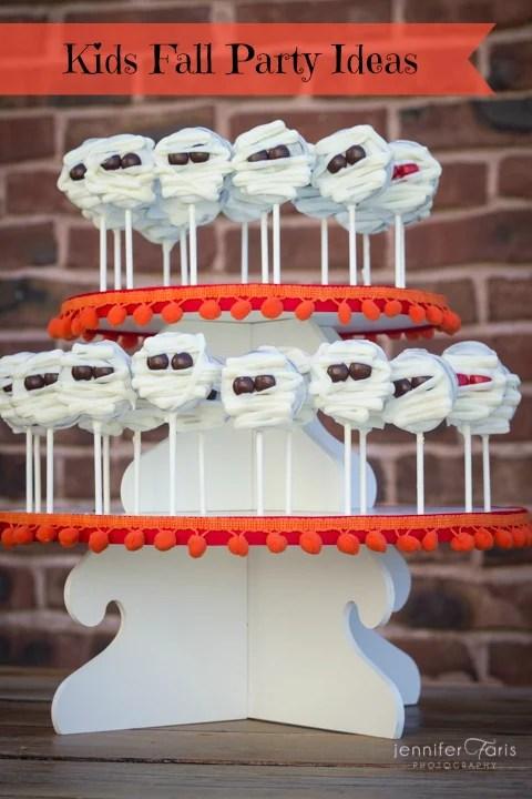 Easy and Inexpensive Kids Fall Party Ideas via Tipsaholic.com #fall #kidsparty #ideas #halloween