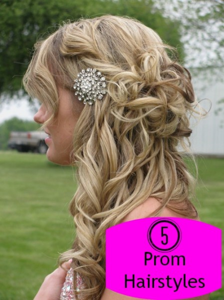 Prom is coming up. Once you find the perfect dress, complete your look with the perfect prom hairstyle. Here are some ideas to get you started. 5 Ways to wear your hair to prom via @tipsaholic #hair #prom #promhair #hairstyles