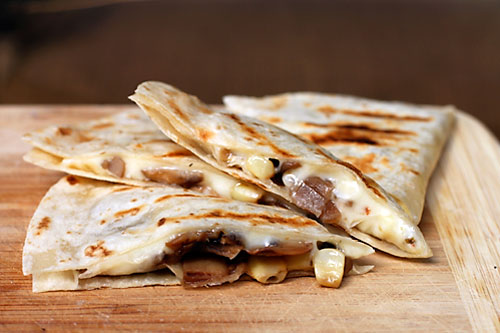 tipsaholic-campfire-quesadillas-dirty-gourmet