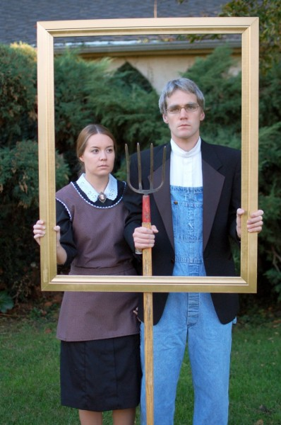 Dress up with your significant other this year! Here are 12 DIY Halloween Costumes for Couples - Tipsaholic.com #halloween #costumes #DIY