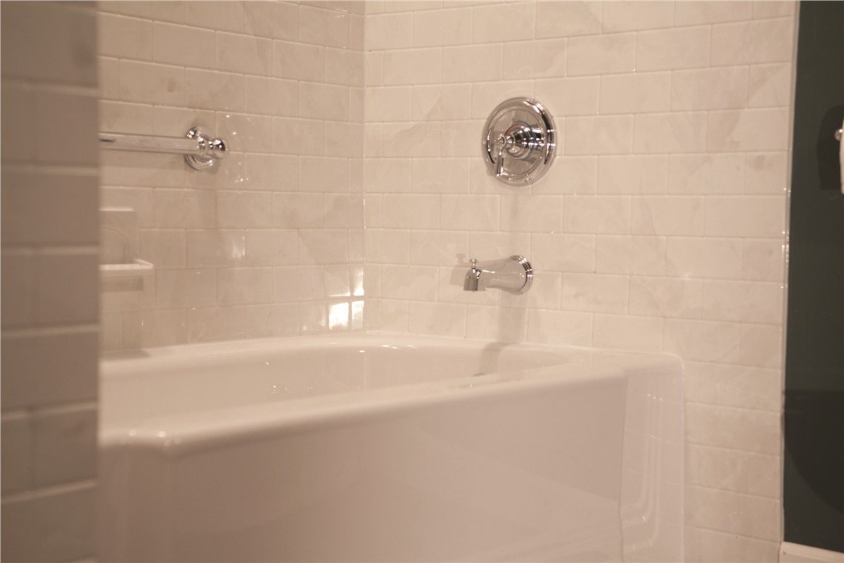 Replacement Tubs  Replace Your Bathtub  Hometown Contractors