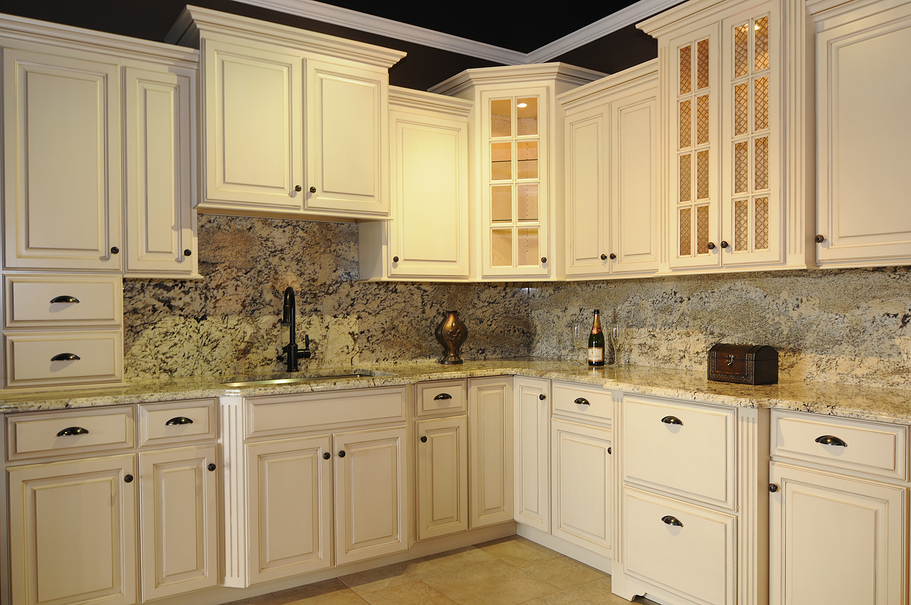 amish kitchen cabinets chicago modern pendant lighting for countertops counters replacement