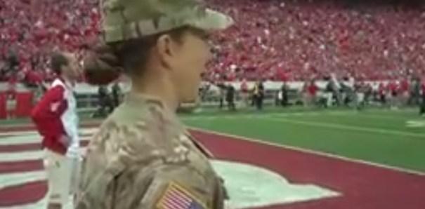 lund Video   Madre del Army sorprende a hija [EEUU]