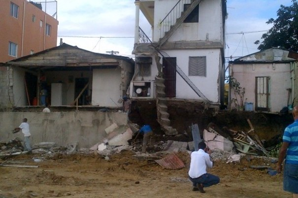 010475c9f64b2b469c7dc3a069ff2ad5 620x412 Edificios y casas a punto de desplomarse [RD]