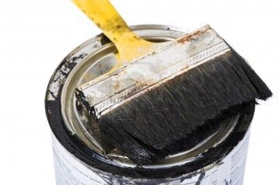 7014957-pincel-utilizado-sucio-sobre-lata-de-pintura-aislado