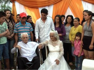 se-casan-la-iglesia-despues-80-anos-estar-pareja