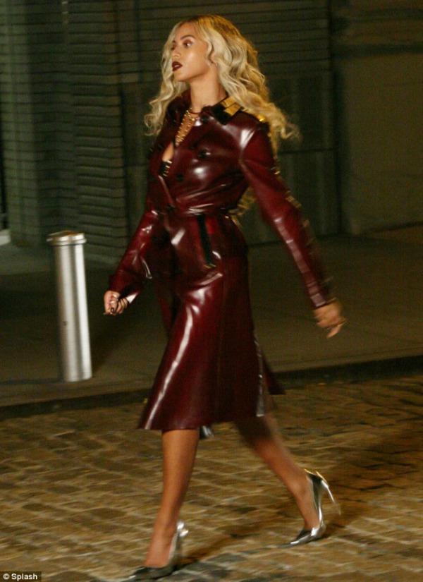 beyonce Beyonce en cuero