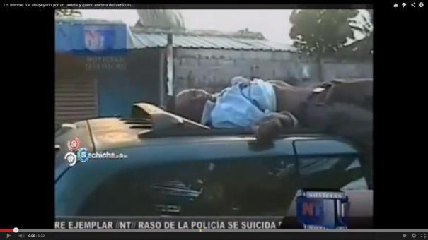 12 Video  Hombre atropellado por taxista queda encima del vehículo [RD]
