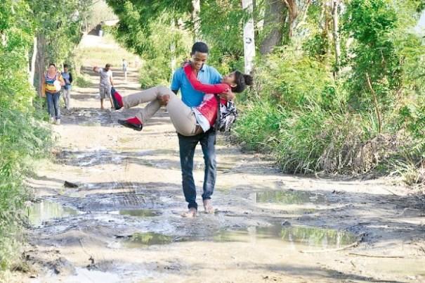 Estudiantes en dificultades por retrasos en construcción de escuelas. Via El Caribe