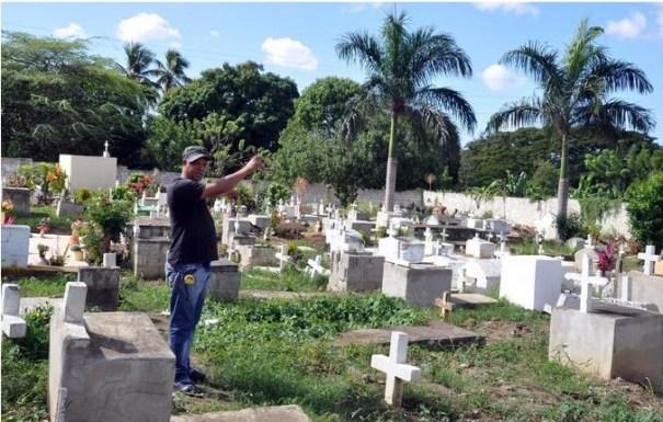 33 A cementerio de gente muy pobre ya no le cabe un muerto [RD]