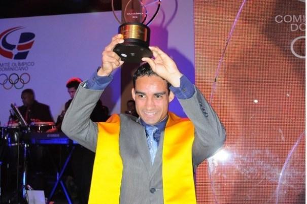 5fc1fb8739edca750ea700a57bdcb465 620x412 Luguelin, orgullo dominicano, Atleta del Año 2013