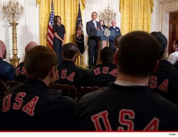0407 obama twitter 4 Equipo olímpico gringo advertido en la casa blanca ... No selfies con Obama!
