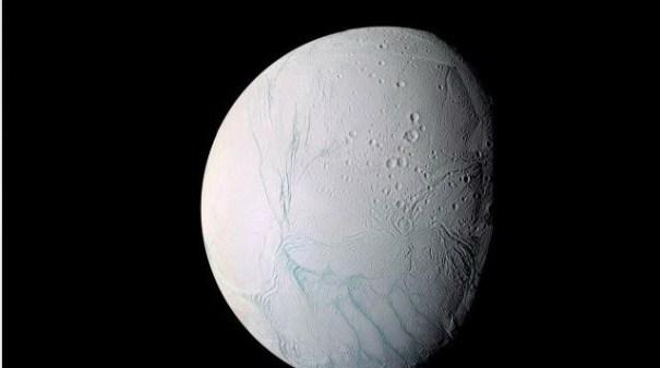 11 Descubren agua en una luna de Saturno [Ciencia]