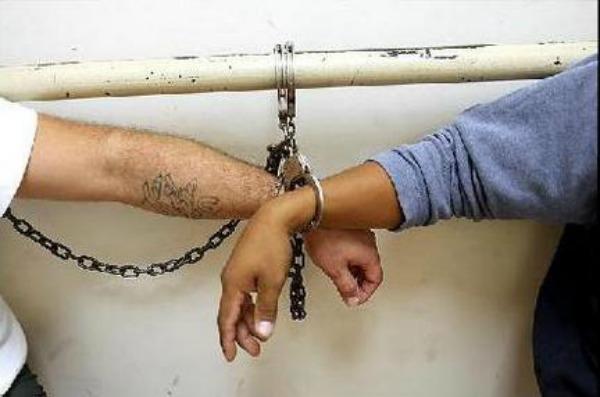 handcuffed RD desmantela red dedicada a vender niños